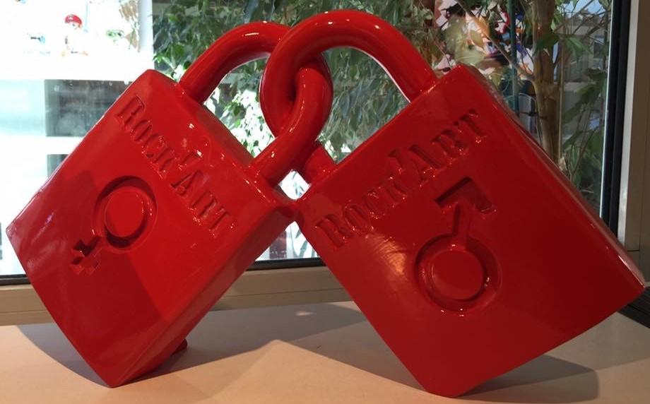 sculpture cadenas d'amour rouge en résine